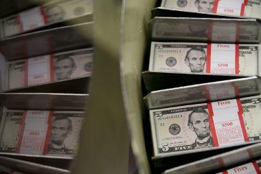 Dólar supera los $730 ante derrumbe en precio del cobre