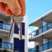 4 factores que explican por qué los chilenos prefieren arrendar departamentos antes que casas